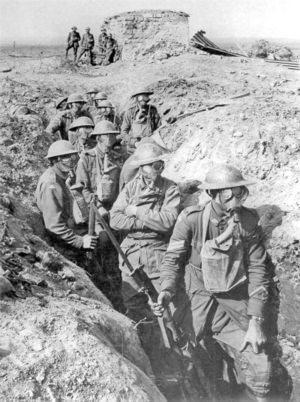 Soldati che indossano le maschere anti - gas